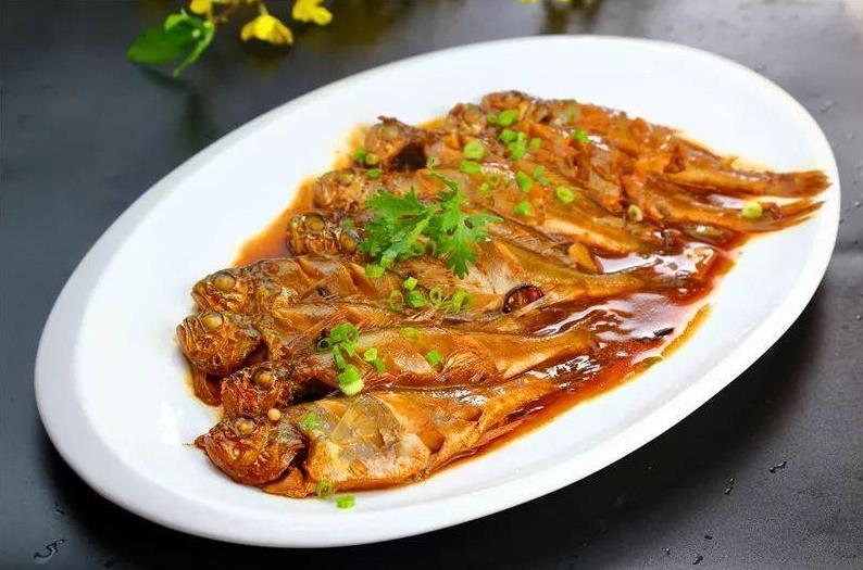 摩臣5大厨教你做红焖黄花鱼